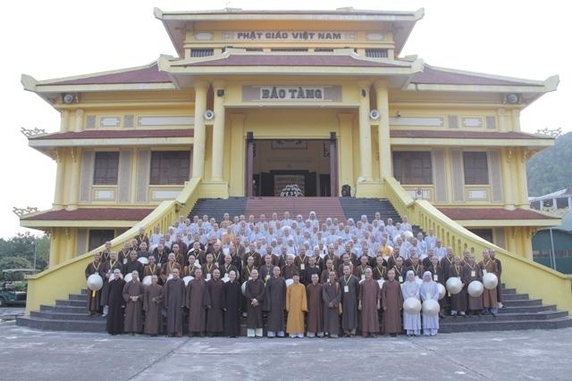 Tăng Ni sinh khóa VIII Học viện PGVN tại Huế học tập thực tế các tỉnh miền Bắc